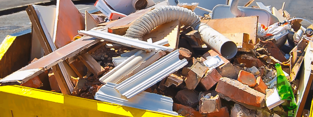 Mixed waste in a skip